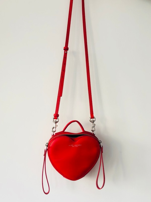 Used MARC JACOBS LEATHER HEART CROSSBODY BAG for sale in Toronto - letgo 635a2593a9858