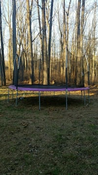 Trampoline with siding  32 mi