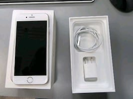 Great condition silver unlocked iphone 7 32gb