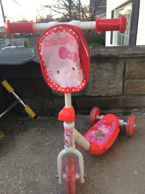 white and red hello kitty plastic trike ab60c238-ad47-4308-8c56-94487fafe0d7