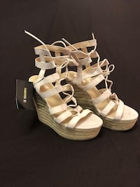 Forever 21  wedges Toronto, M6N 3W7