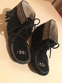 Pair of black zigi soho moccasins London, N5V 1J4