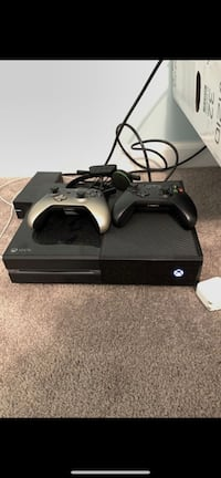 XBOX ONE 250GB w/ 2 controllers & headset 49 km