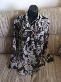 Black and white floral collared long-sleeved shirt xs