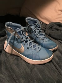 Pair of blue-and-white nike high-top sneakers Victoria, V8P