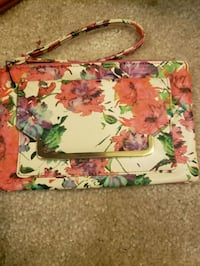 white, pink, and green floral wristlet Middletown, 19709