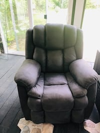Slightly used recliner very comfortable Virginia Beach, 23464
