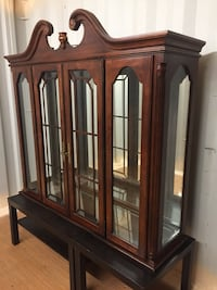 Free delivery, top piece of buffet and hutch display case Dundas, L9H 5G9