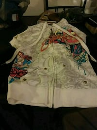 white and multicolored floral button-up shirt 252 mi