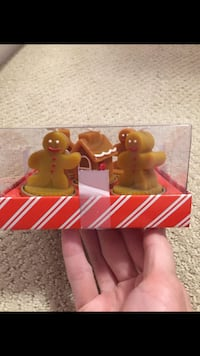 Brand new in box cute Christmas candle holders.  3 gingerbread man and 2 houses.  $9.  Pick up near Richmond Centre.  Cross posted. Richmond