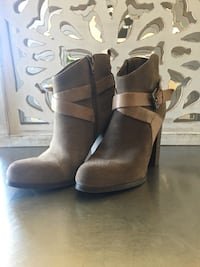 Guess brown leather chunky heeled boots 8 Burnaby, V5B 2K7