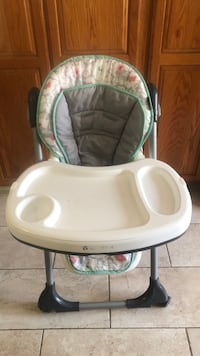 Baby's white and green high chair Redlands, 92373