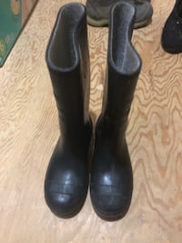 Children's Sz 12 Black Rubber Boots (**new condition**)