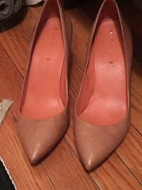 Nude leather heels size 9 Oakville, L6H 1Y5