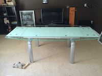 175 OBO Extendable glass kitchen table. Negotiable  Langley, V2Z 2A6