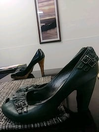 pair of black leather pointed-toe pumps Naugatuck, 06770