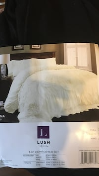 King over size comforter and shams, Best offer Hamilton, L8E 5W5