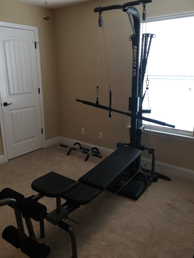 Photo Bow flex, with pull up bar excellent condition