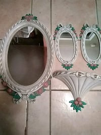 two white-and-green floral photo frames Laredo, 78045