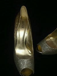 pair of silver-colored peep-toe pumps Seattle, 98119