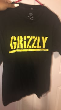 Black grizzly t shirt Brampton, L6V 0W9
