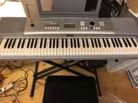 Yamaha Portable Grand Keyboard with seat.  DGX-230 YPG-235 Very lightly used Brentwood
