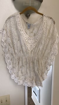 Flowing but fitted white lace shirt San Luis Obispo, 93401