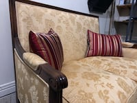 High-Quality Antique style Sofa Pointe-Claire, H9R 5B6