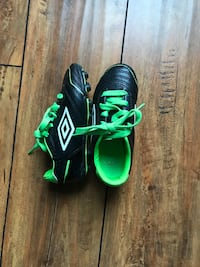 soccer shoes - kids size 10