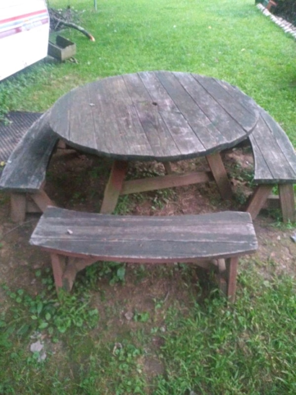 Round picnic table set 56 in round