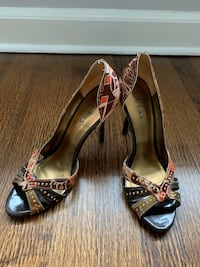 Size 7 Guess shoes for sale!