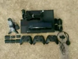 Xbox One/With 3 Controllers