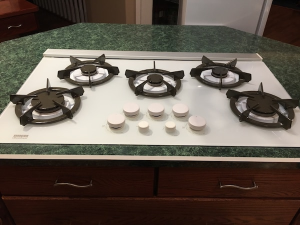 Price Drop Sterling 5 Burner Gas Cooktop With Rear Pop Up Fan