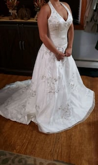 Never used Oleg Cassini wedding dress. size 8 dress size( size 6 reg) North Brunswick, 08902