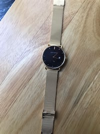 Gold watch with black face. Negotiable. Great Christmas gift! Montréal, H1E 4T3