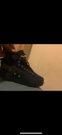 2 pair Air Force Ones great condition. Best offer Detroit