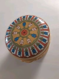 Fine bone china trinket box made on England Toronto, M2R 3B6
