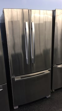 "32"" whirlpool fridge  549 km"