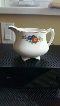 Wedgewood creamer Patricia Style