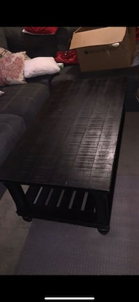 1 center coffee table and 2 end tables Leesburg, 20176
