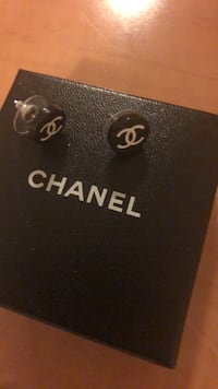 Gorgeous brand new Chanel earrings Pickering, L1X 0E2
