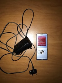 Sony Ericsson with charger Niagara Falls, L2G 4C4