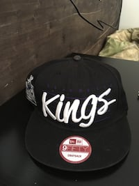 black and white Kings print snap back