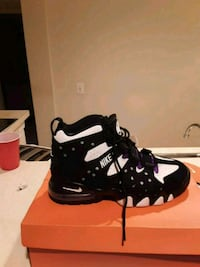 black-and-white Nike basketball shoes on box Lorton, 22079