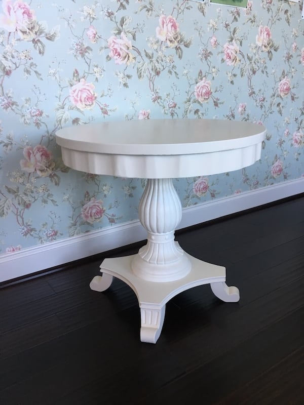 Side/End Table  ffbe4831-bbe7-497c-93d0-21f5a9670ebd