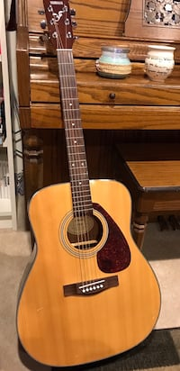 brown and black dreadnought acoustic guitar Laurel, 20707