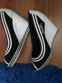 White-and-black Venice wedge peep toe sandals , size 10 ! $ 25 Valley View, 44125