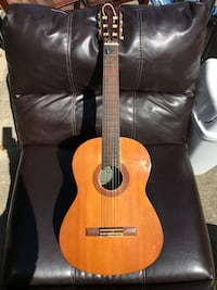 brown classical guitar, small ideal for learning  Gibsonton, 33534