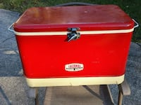 thermos brand cooler deluxe model metal stong enough to sit or stand