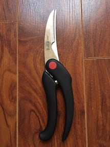 95% new ZWILLING J.A. Henckels Serrated Poultry Shears Product Dimensions:32 x 8.4 x 2.3 cm  Material:Stainless-Steel  Made in Germany